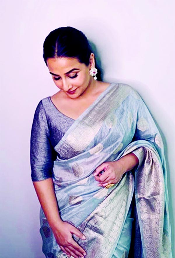 Vidya Balan looks like an epitome of elegance and style in grey saree