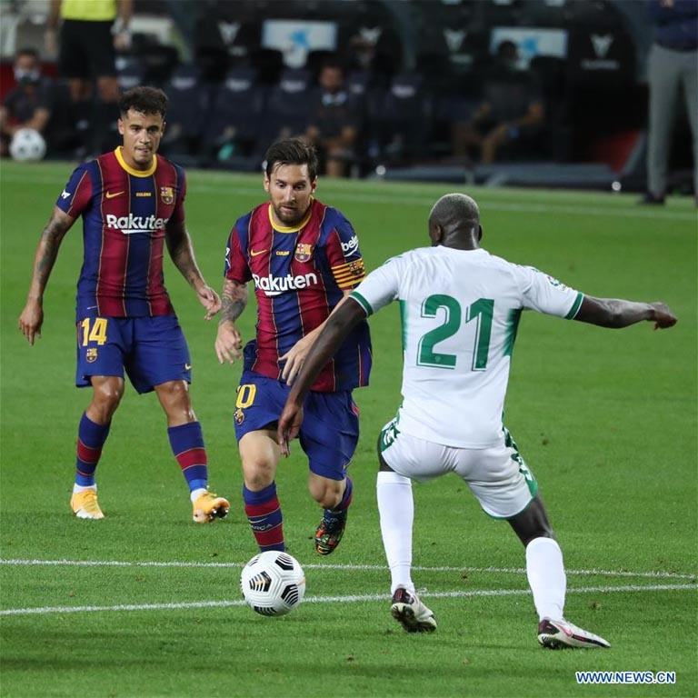 Barcelona`s Lionel Messi (center) vies with Elche`s Nuke Mfulu (right) during the 55th Joan Gamper Trophy friendly football match between Barcelona and Elche in Barcelona, Spain on Saturday.