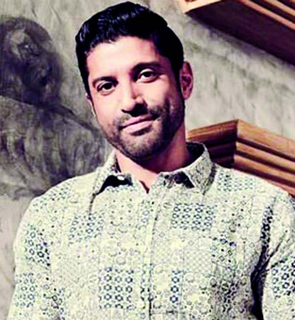 Farhan Akhtar kicks off season opener 'Cricket Live' of IPL 2020