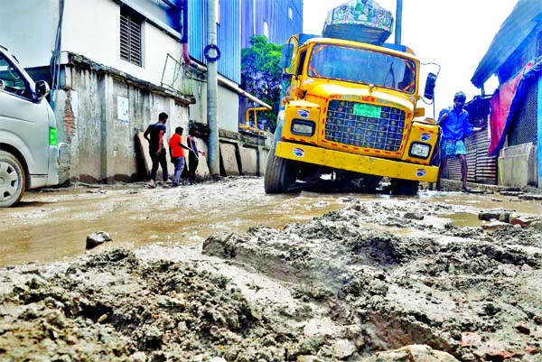 A truck struggles to move through the main road at Shapla Residential Area in Chattogram city due to its dilapidated condition. This photo was taken on Monday.