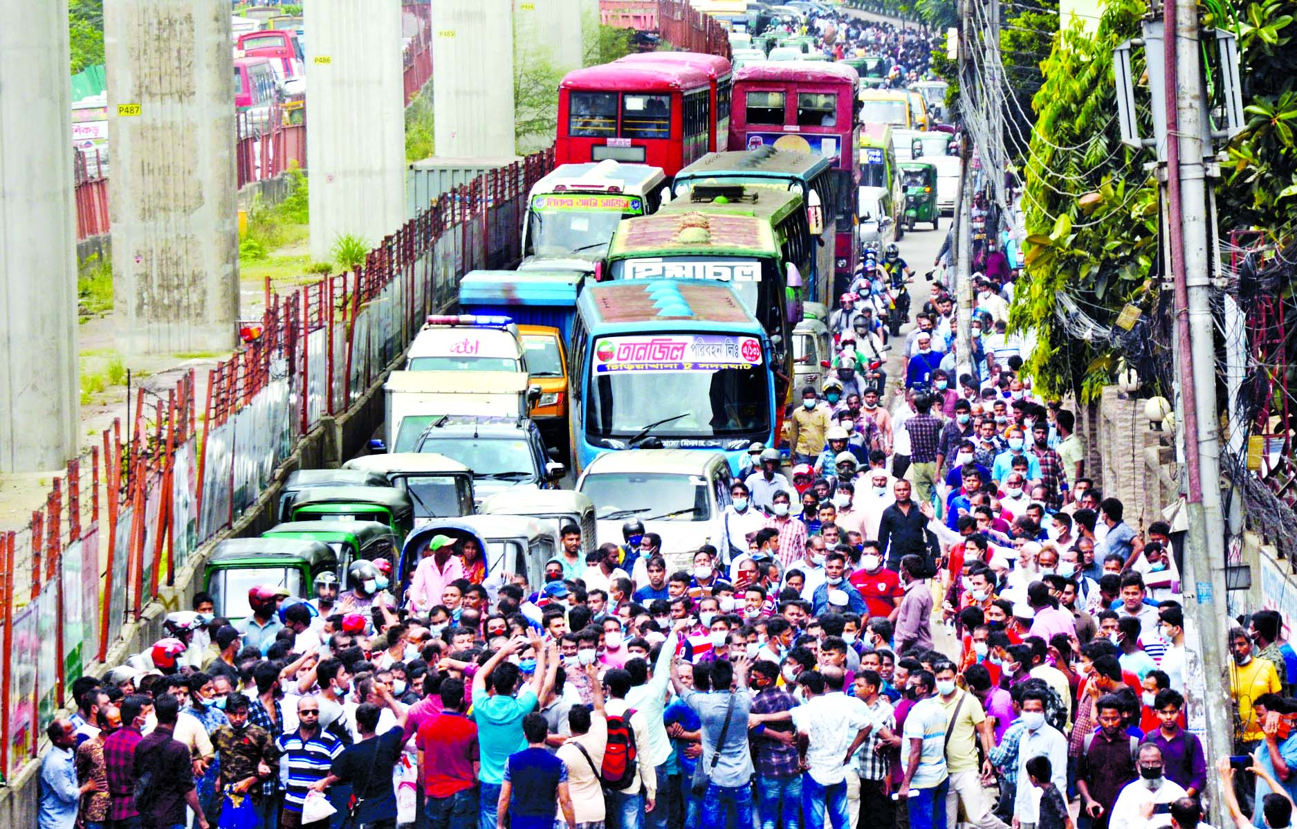 Migrant workers demonstrate in front of Saudi Airlines office at Pan Pacific Sonargaon Hotel in the capital on Tuesday, causing traffic congestion in Karwan Bazar intersection.
