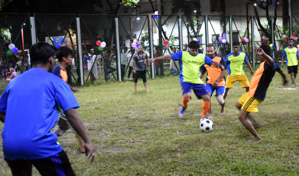 A scene from the friendly football match, which was held at the Rasool Park in the city's Azimpur recently. Robir Alo and Bandhu Mohol organized the football match during the coronavirus outbreak. Councilor of No. 26 Ward Hasibur Rahman Manik was the chief guest of the friendly football match.