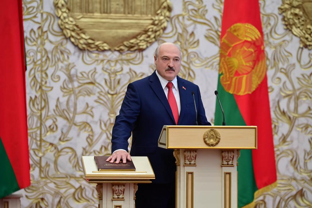Lukashenko abruptly sworn in, Belarus opposition calls for more protests