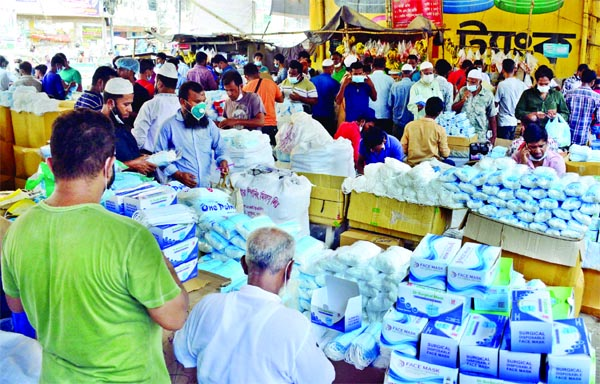 Open market sale of sub-standard surgical masks goes on unabated beneath Babubazar Bridge in the capital on Thursday amid lack of monitoring by concerned agency.