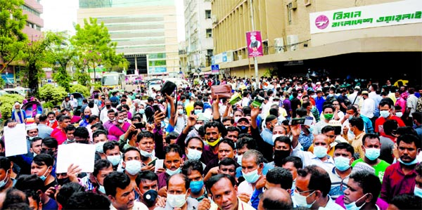 Ticket crisis : Expats throng Biman, Saudi Airlines offices
