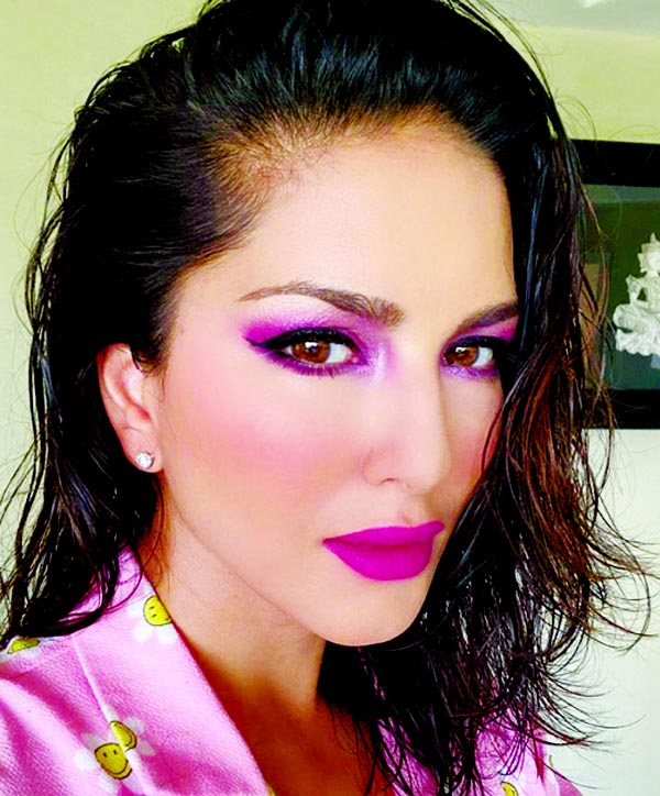 Sunny Leone mesmerizes in blush pink-hued makeup