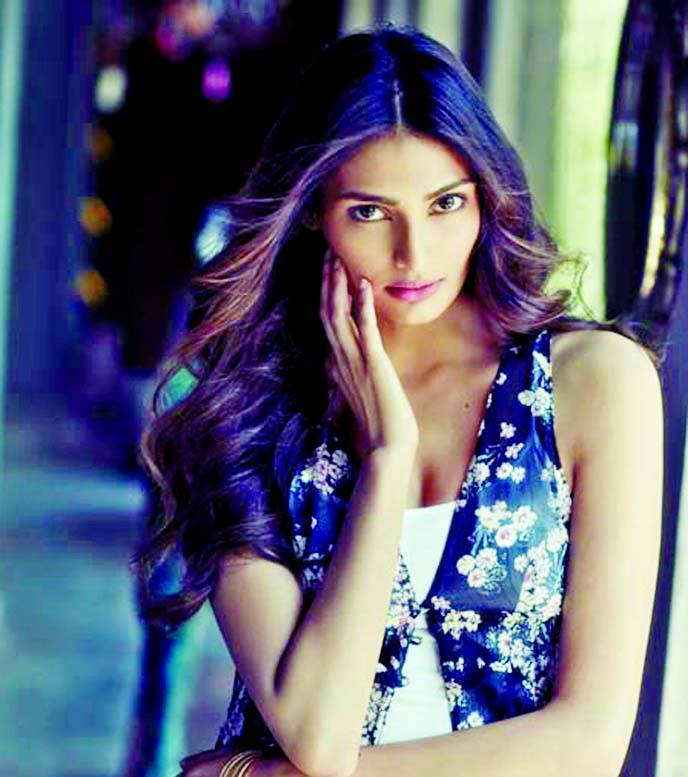 Why Athiya Shetty is losing her mind?