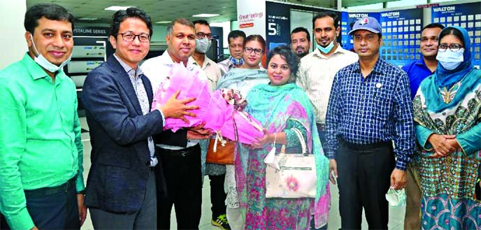 Walton Hi-Tech Industries Limited Deputy Managing Director Alamgir Alam Sarker and International Business Unit's President Edward Kim welcome the delegation team of commercial counsellors of Bangladesh missions abroad to Walton factory on Saturday by presenting them a flower bouquet.