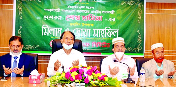 On the occasion of the 74th birth anniversary of Prime Minister Sheikh Hasina, Rupali Bank Limited, organized a special doa mahfil at the banks head office on Monday. Monzur Hossain, MP, Chairman, Md. Obayed Ullah Al Masud, Managing Director and CEO, Mohammad Jahangir Alam, Khondoker Ataur Rahman, DMDs, all General Managers, Deputy General Managers and leaders of CBA were also present on the occasion.