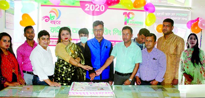 Sumon Morshed, Managing Director of Finery Advertising Limited (a concern of Finery Group), along with other officials of the company, inaugurating the 18th anniversary programme by cutting a cake at its head office in the city recently.