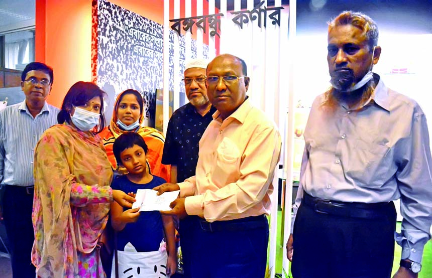 Kazi Alamgir, Managing Director & CEO of Bangladesh Development Bank Limited (BDBL), handing over cheque to a poor talented students marking the birth centenary of Bangabandhu Sheikh Mujibur Rahman and the 74th birthday of the Prime Minister Sheikh Hasina on Monday at the bank's Bangabandhu Corner. High officials of the bank were also attended.
