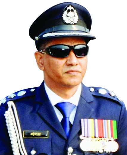 Narsingdi SP sets an example