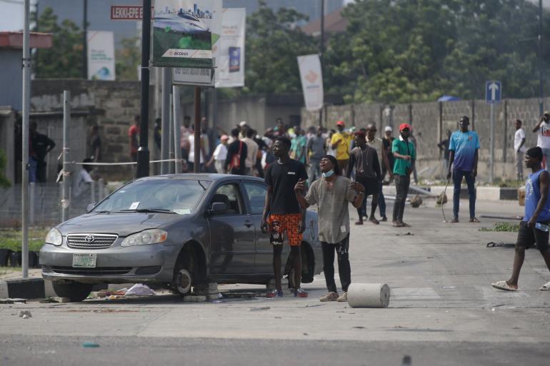 SARS: Lagos protesters break curfew amid gunfire, chaos