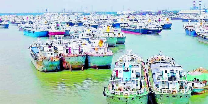 Lighterage vessels remain anchored at Majhirghat in Chattogram during a nationwide strike by the water transport workers on Wednesday.