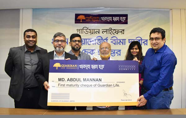 MM Monirul Alam, CEO of Guardian Life Insurance Limited, handing over its first Maturity Claim (Individual Life Policy) cheque to its nominee at its head office in the city recently. Mahmudur Rahman Khan, SEVP, Mohammad Masuduzzaman Khan, EVP, Rubayat Saleheen, SVP and other officials of the company were also present.
