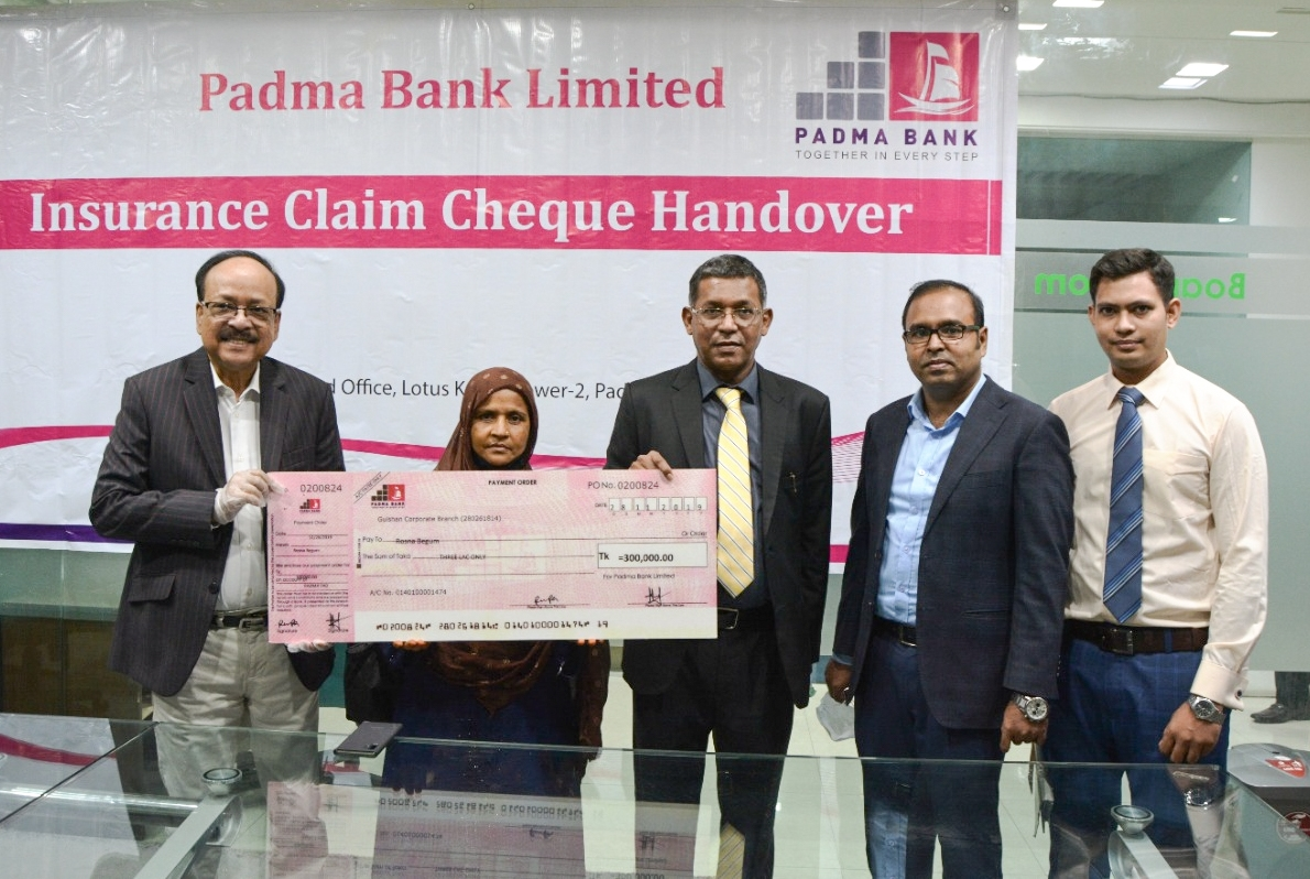 M Ahsan Ullah Khan, Head of Human Resources Division of Padma Bank Limited, handing over a cheque of Tk 3 lakh to the nominee of its Security Supervisor Md. Dulal Talukder who died during his service at the banks corporate head office in the city recently. Md Ehsan Khasru, Managing Director and other senior officials of the bank were also present.