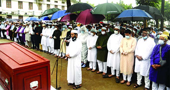 Chief Justice Syed A. B. Mahmud Husain and senior lawyers of Supreme Court  attend the Namaz-e-Janaza of veteran lawyer Barrister Rafique-Ul Huq held on Supreme Court Premises on Saturday.