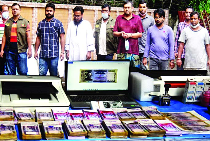 In separate drives, DB police arrest 6 persons along with counterfeit money worth Tk. 58 lakh and devices from Kotwali, Adabar and other parts in the capital on Saturday.