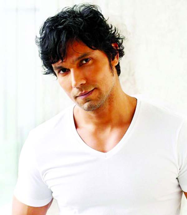 Randeep Hooda undergoes for Covid-19 test for joining movie