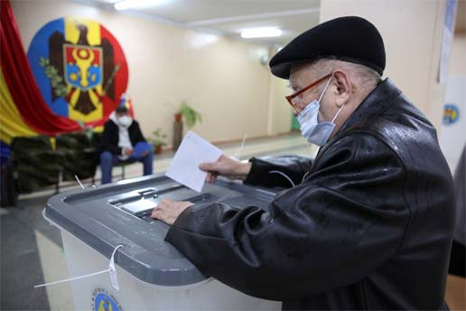 Moldova torn between Russia and West in presidential run-off