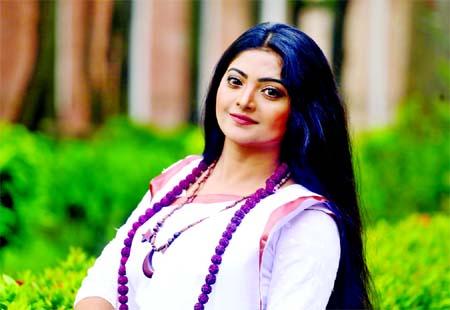 Salma returns to stage show