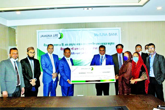 Mirza Elias Uddin Ahmed, Managing Director of Jamuna Bank Limited and Jashim Uddin, Managing Director of Jamuna Life Insurance Company Limited, jointly handing over a claim cheque to a nominee of a Credit Card coverage scheme user who died from normal diseases recently. Adnan Mahmud Ashrafuzzaman, Head of Cards and ABM Saadi, Head of ADC of the bank were also present.