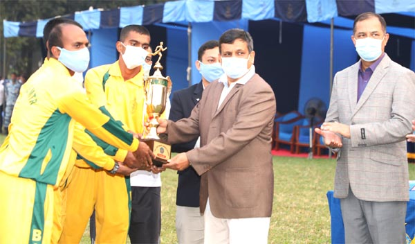 Chief of Air Staff Air Chief Marshal Masihuzzaman Serniabat handing over the trophy to the Base Bir Sreshtho Matiur Rahman, which emerged the champions in the Athletics Competition of Bangladesh Air Force (BAF) at the BAF Base Bangabandhu on Thursday.