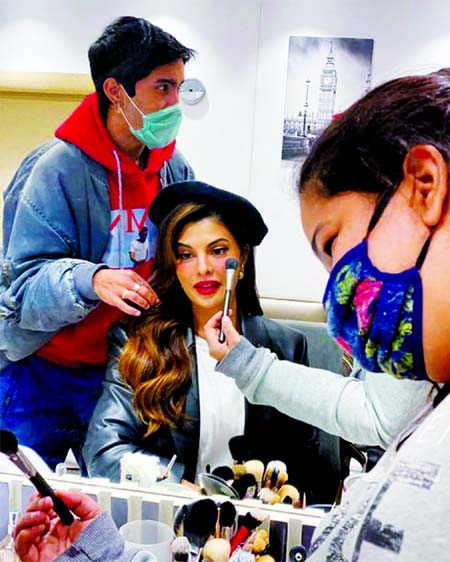 Jacqueline shares sneak peek from the sets of Bhoot Police