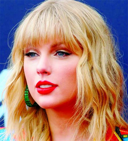 Taylor Swift voted artist of year at American Music Awards