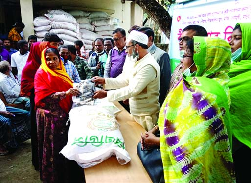 JAMALPUR: Melandah Poura Mayor Shafiq Zahedi Robin distributes fertilizer and seeds among the local farmers free of cost at a ceremony at the upazila agriculture office on Monday.