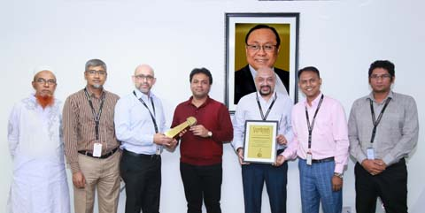 ZM Ahmed Prince, Head of Brand and Business Development of Bashundhara Group, handing over the Superbrand award to Shafiat Sobhan Sanvir, Vice-Chairman of the group at a function at the company's head office in at Bashundhara Industrial Headquarters-2 in the city on Sunday.