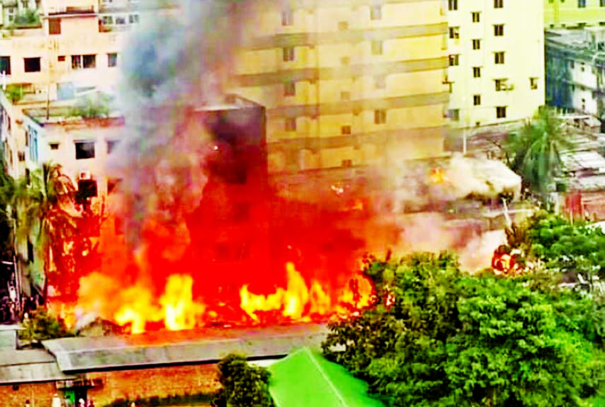 Fire at city's Mohakhali, Mohammadpur slums, 70 shanties gutted