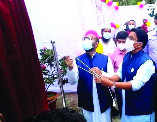 On Sunday, gracing the occasion as the Chief Guest, Fisheries and Livestock Minister S M Rezaul Karim MP unveiled a portrait of Father of the Nation Bangabandhu Sheikh Mujibur Rahman at the premises of Kalardoania Girls Secondary School in Nazirpur, Pirojpur to mark the Mujib Borsho. The event was presided over by the President of the School Managing Committee Salamat Ullah (Shepar).
