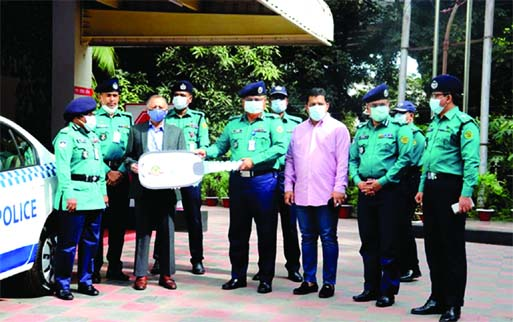 Chattogram Chamber of Commerce and Industry (CCCI) President Mahbubul Alam hands over a key of patrol car to Chittagong Metropolitan Police (CMP) Commissioner Saleh Md Tanvir at a simple ceremony held at the latter's office on Thursday.