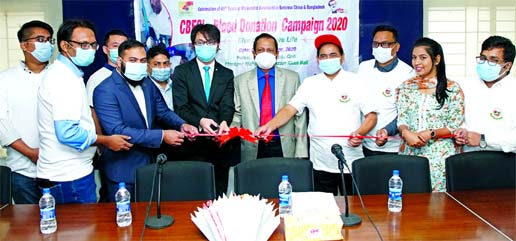 China-Bangladesh Friendship Center Limited (CBFCL) arranged a blood donation program for COVID-19 victims held at National Press Club on Thursday. Guo Pe Lin Peter, Senior President of CBFCL inaugurated the programme as chief guest while Abul Khair Chowdhury, director, Hannan Khan, Adviser and Salim Ahamed, Director (Human Resource & Development) of the organization were also present.