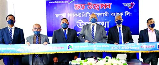 Syed Waseque Md Ali, Managing Director of First Security Islami Limited, inaugurating its two sub-branches at Panditsar Bazar and Battoli Bazar in Noria in Shariatpur and Battoli Bazar in Fazilpur in Feni on Wednesday respectively through virtually. Md. Mustafa Khair, AMD, Md. Zahurul Haque, DMD and other high officials of the bank were also present.