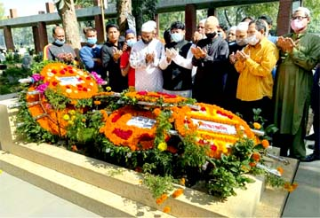 Councillor of 26 No Ward of DSCC Hasibur Rahman Manik, among others, offers Munajat after placing floral wreaths at the grave of Mayor Mohammad Hanif at Azimpur Graveyard in the city on Saturday on the occasion of the latter