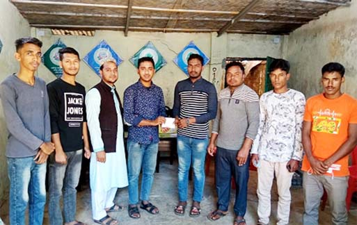 Gousia Comnmittee, Fakir Takia Unit of Raozan led by its President Moinuddin Jamal Chisti seen handing over donation cheque to the relatives of a cancer patient Nishu Akhter of Nazir Ahmed Contractor Bari under No. 9 ward of Raozan pourashave yesterday.