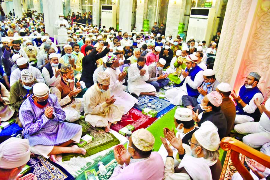 Parliament Member of Dhaka-7 constituency Hazi Mohammad Selim, among others, offers Munajat at a Doa Mahfil organised on the occasion of Qulkhwani of his wife and also former councilor Gulshan Ara Selim at Chwakbazar Shahi Masjid after Asr prayers on Wednesday.