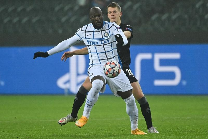 Lukaku double in 3-2 win at Glabdach keeps Inter hopes alive in CL