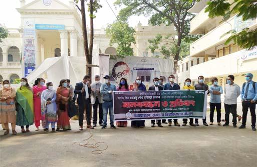JnU pro-AL teachers protest vandalism of Bangabandhu's sculpture