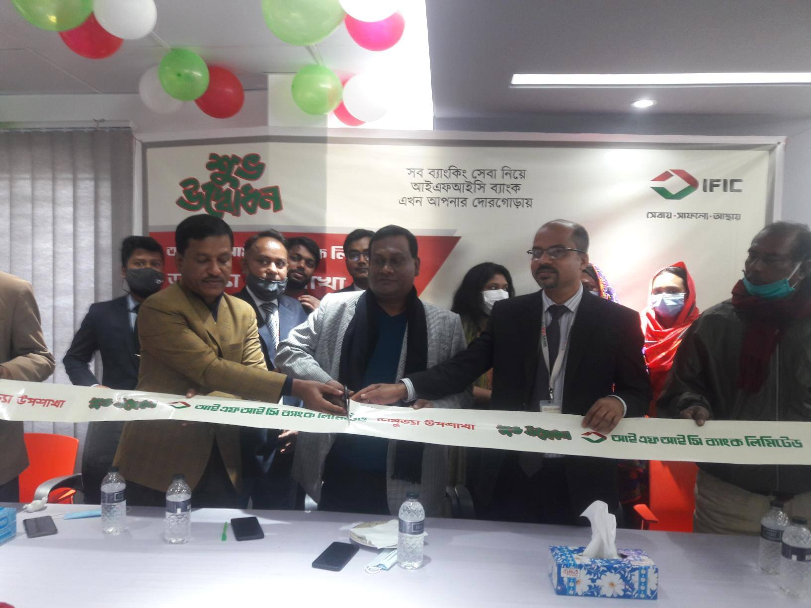 Sukanto Kumar Paul, Shariatpur district Manager of IFIC Bank Limited, inaugurating its sub-branch at SS Plaza in Damuddya in Shariatpur on Sunday. Abdur Rashid Golondaz, Vice Chairman of Damuddya Upazela Parishad and other local elites were also present.