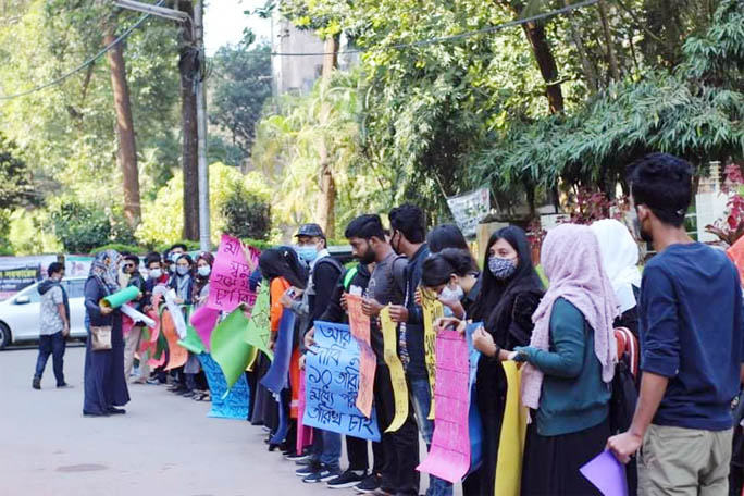 CU students stage Human Chain to take unfinished exams