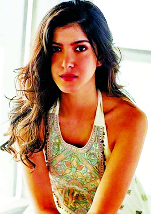 Shanaya Kapoor turns heat up with her alluring dance moves