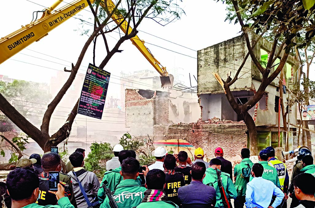 Multi-storied buildings, establishments demolished from Buriganga river bank