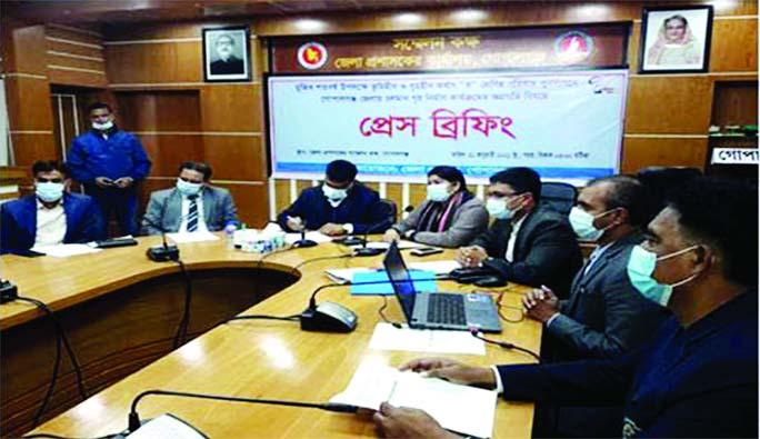 Gopalganj DC Kazi Shahidul Islam speaks at a press briefing on Thursday.