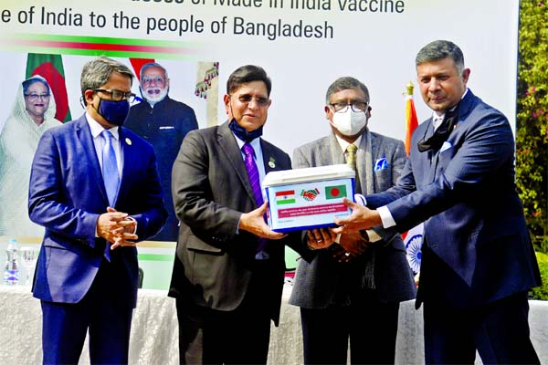 Indian High Commissioner to Bangladesh Vikram Kumar Doraiswami hands over Covid-19 vaccine to Foreign Minister Dr AK Abdul Momen at the State Guest House Padma in the city on Thursday. Health and Family Welfare Minister Zahid Maleque and State Minister for Foreign Affairs Shahriar Alam were present on the occasion.