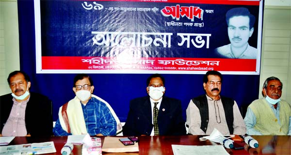 Convener of Nagorik Oikya Mahmudur Rahman Manna, among others, at a discussion organised in memory of Shaheed Asad of Mass Uprising, 1969 by Shaheed Asad Foundation at the Jatiya Press Club on Thursday.