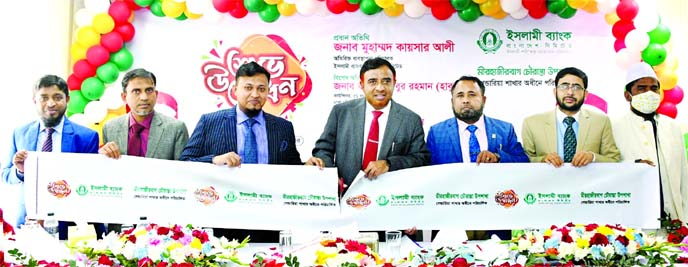 Muhammad Qaisar Ali, Additional Managing Director of Islami Bank Bangladesh Limited, inaugurating its new sub-branch under Gandaria branch at Mirhajirbagh Chowrasta in the city on Thursday. Abu Sayed Md. Idris, Head of Dhaka South Zone, senior officials of the bank and local elites were also present.
