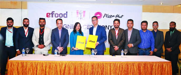 Shamima Nasrin, Chairman of Evaly and Amit Dev Thapa, Chief Executive Officer of Transcom Foods Limited, which owns KFC-Pizza Hut, exchanging a Memorandum of Understanding (MoU) document at a hotel in the city on Thursday. Under the deal, customers will be able to order food from the food chain KFC and Pizza Hut. Senior officials from both the organizations were also present.